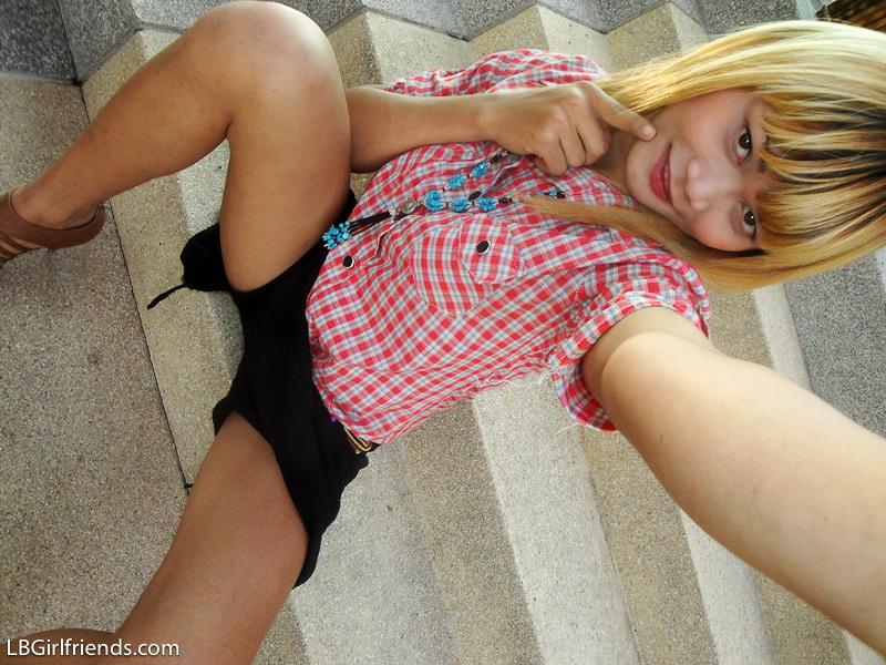 Adorable Blonde T-Girl Wa Takes Self Shot Pics