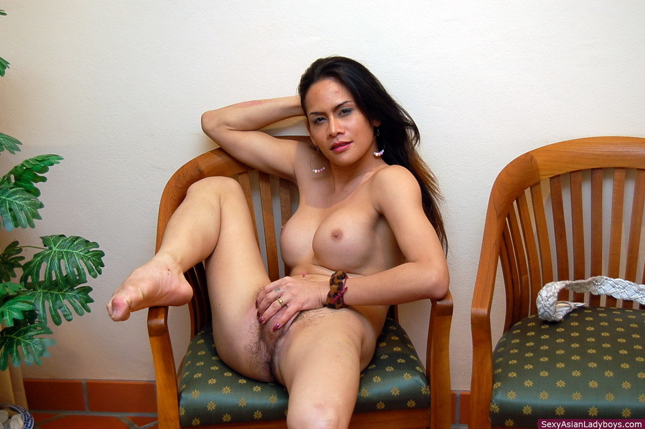 Busty Phone Spreads Her Legs And Plays With Her Raw Love Penis