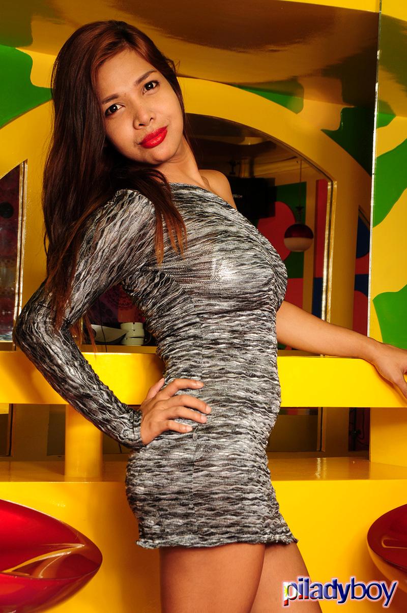 Flirtatious New Model Mandy's First Photoshoot! (Photos)
