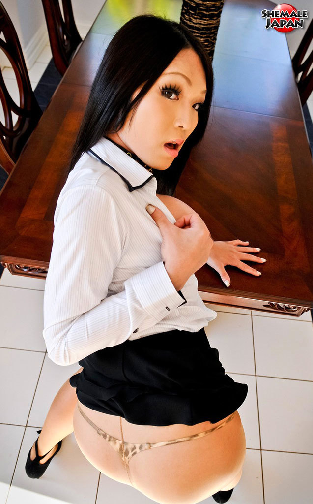Glamorous Newhalf Escort Babe Masturbating Through Broken Pantyhose