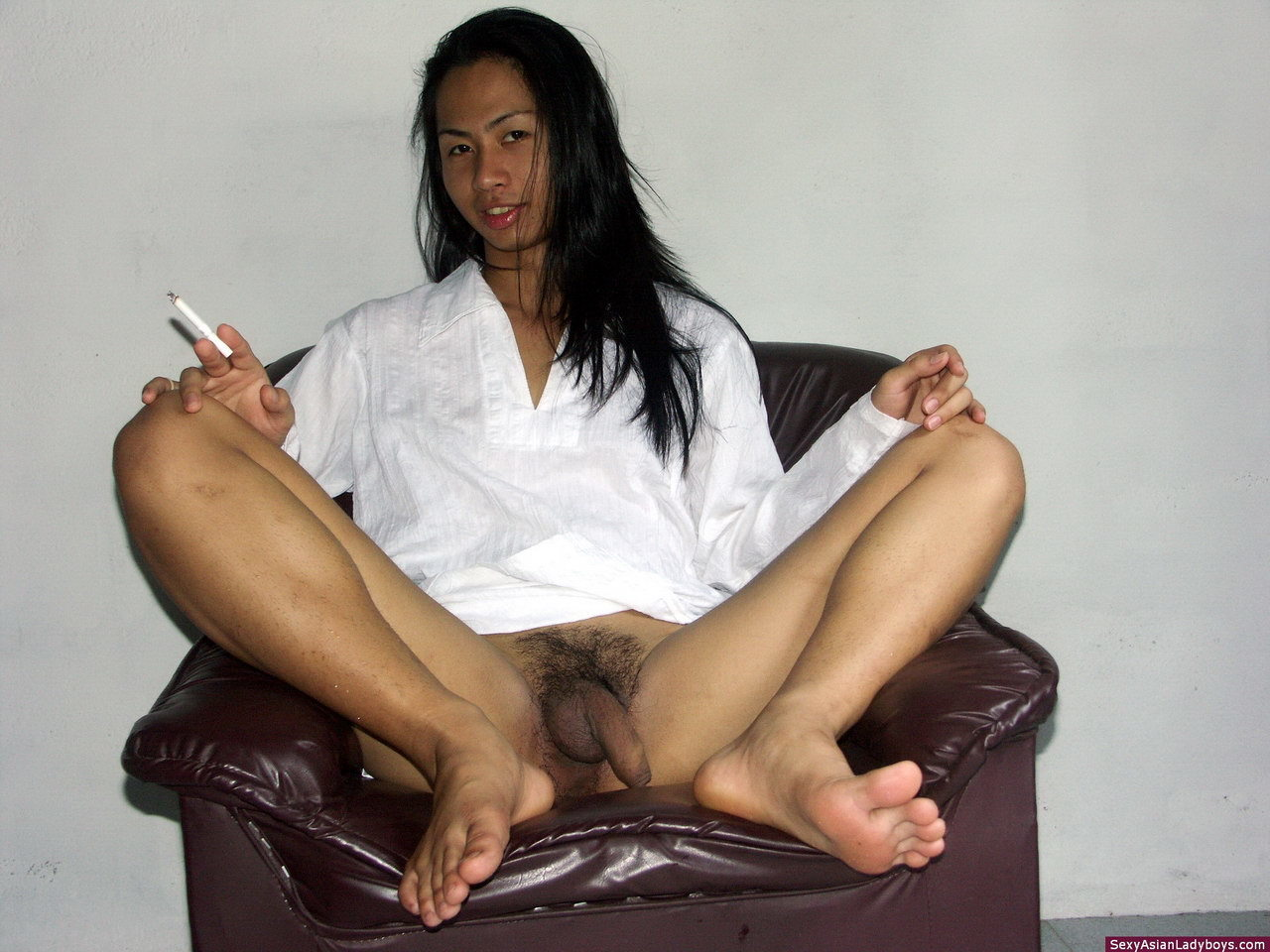 Nice Femboy Stripping And Proudly Exhibiting Her Raw Penis