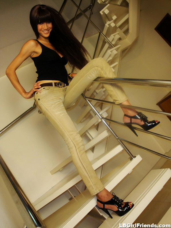 Kathoey Natalie Desires Showing Her Provocative Tgirl Body In Jeans