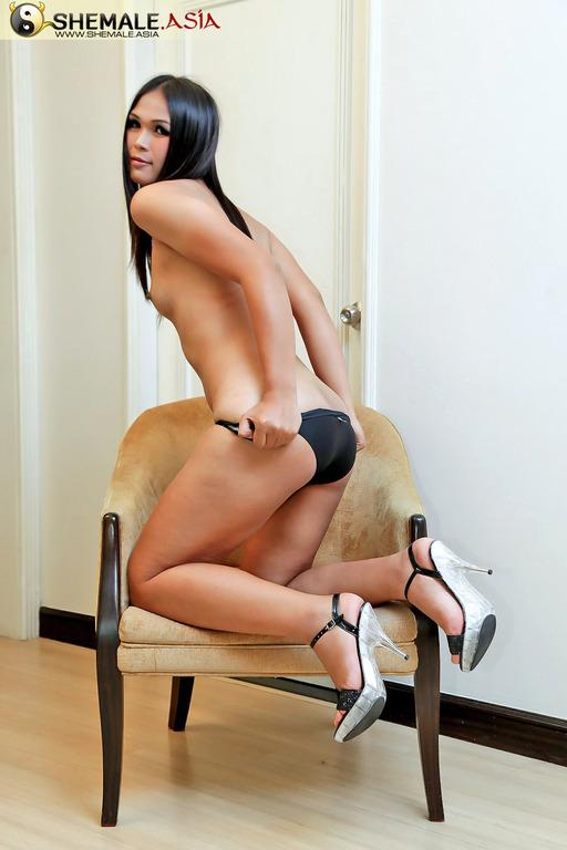 New Bangkok T-Girl Gets Naked And Horny