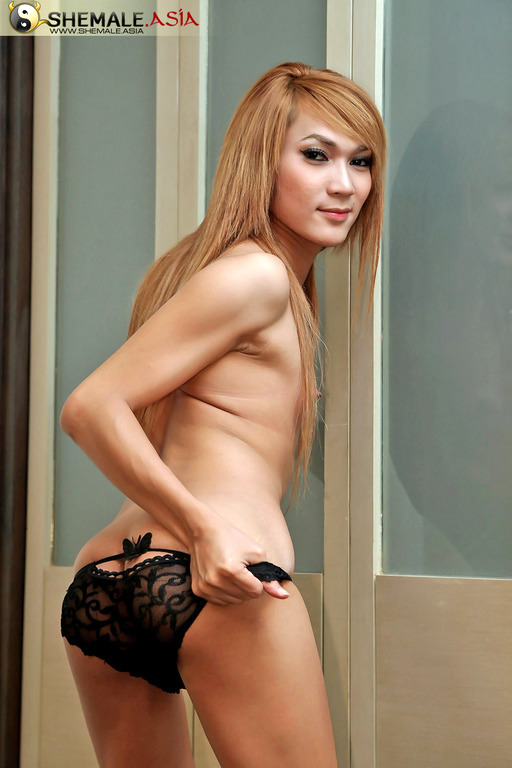 Perfect Pretty Transexual Gets Slutty Jerking Off