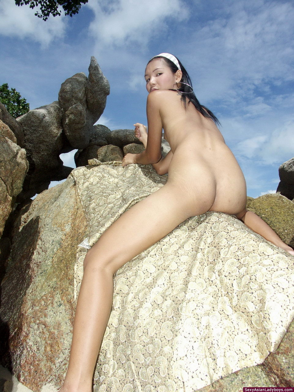 Pretty Tinie TGirl Flashing Her Mouth Watering Rough Dick Outdoors