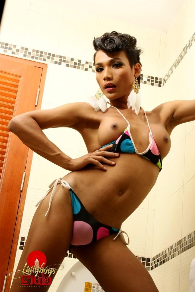 Rock Raw Sonya In Toilet