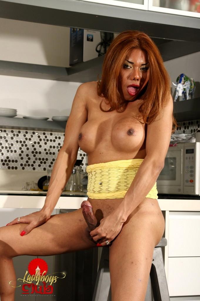 Titillating Carolina Rub's In Kitchen