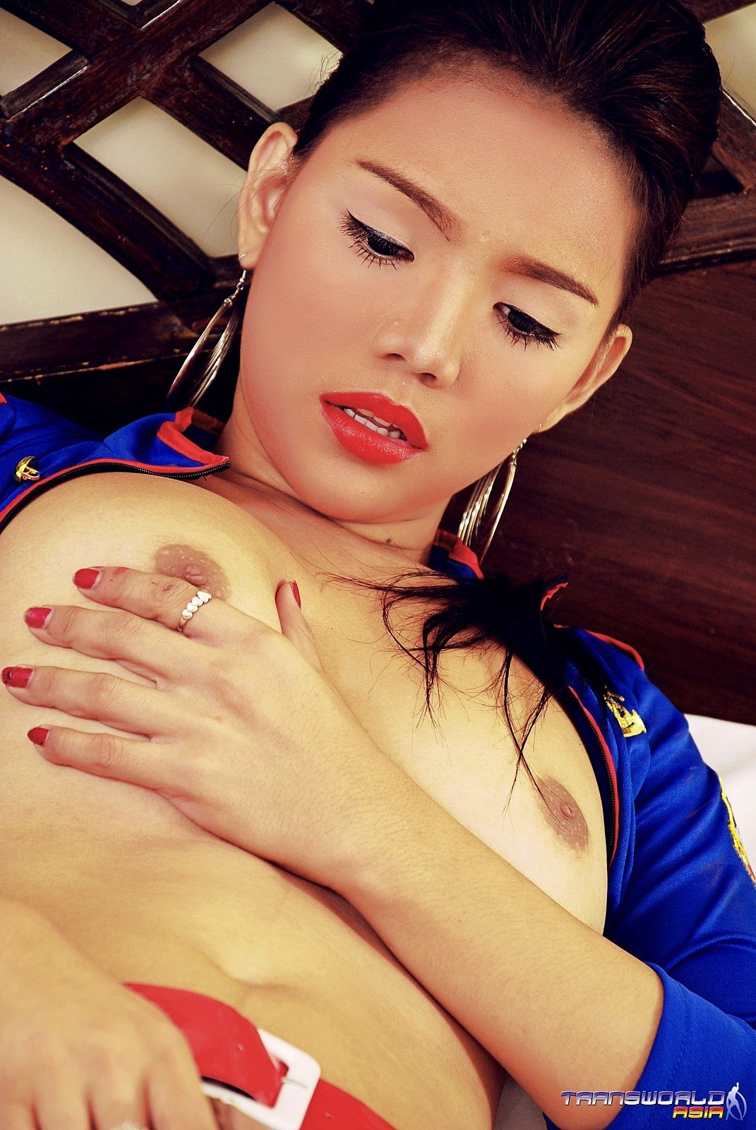 What A GORGEOUS Thai Transexual She Is!