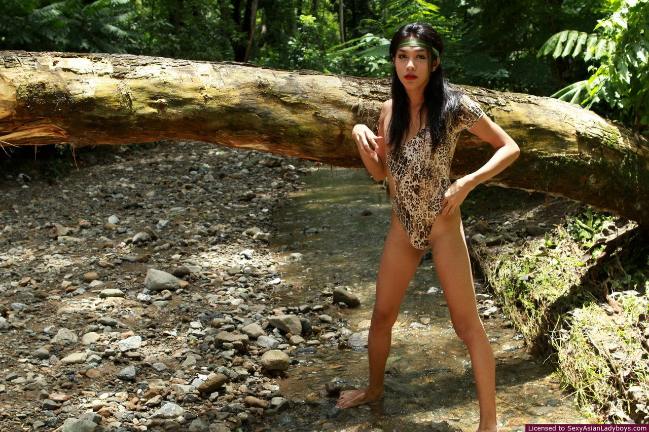Young T-Girl Randa Strips Outdoors And Shows Her Love Biscuits In A Fountain Bed
